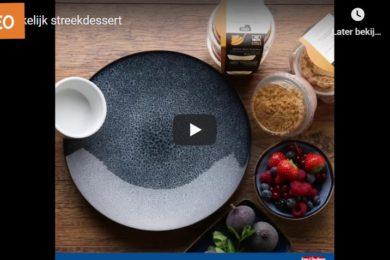 Frambozen cheesecake en witte chocolade panna cotta met karamelsaus