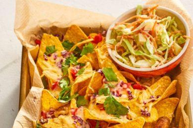 grillworstjes met nacho's en kooslsla