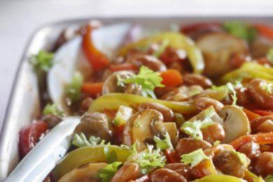 Bruine bonen met paprika en paddenstoelen