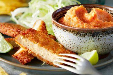 Paprika puree met vegaschnitzel en toritillachips