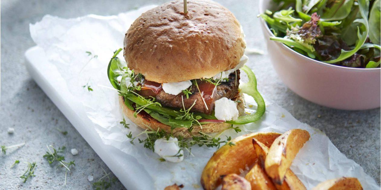 Hamburger met zoete aardappelpartjes