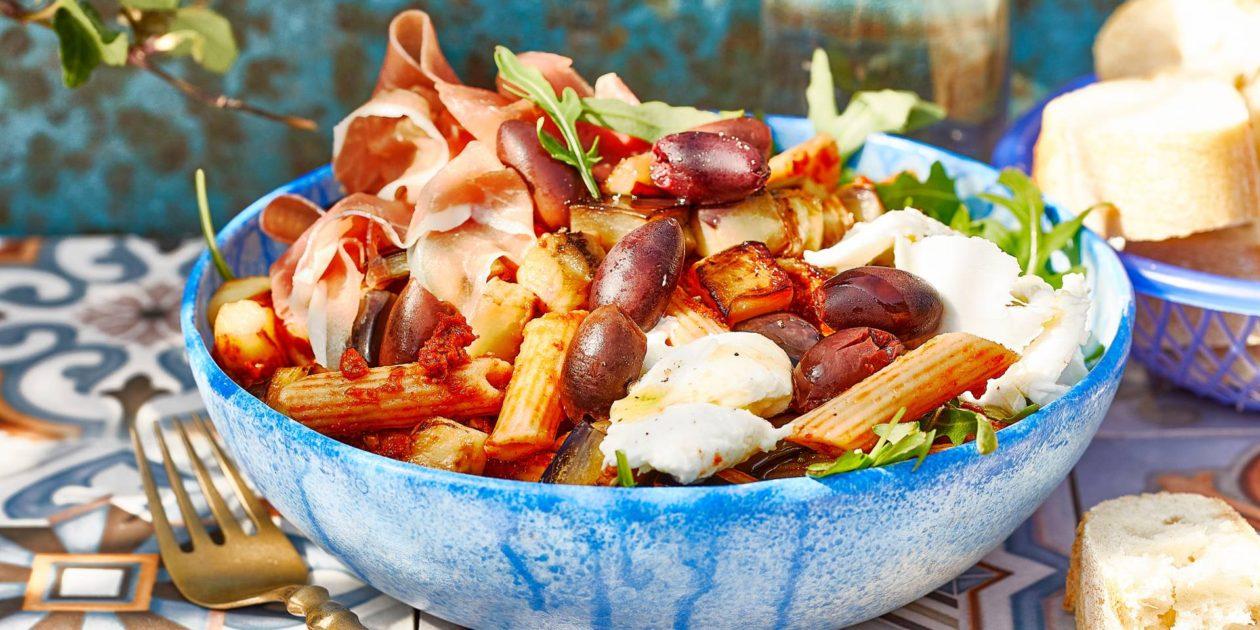 Pastasalade met aubergine en ham