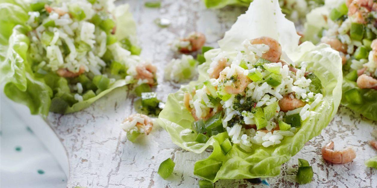 Slakommetjes met groene rijst en garnalen