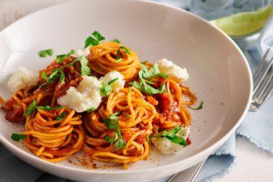 Spaghetti met sjalotten en mozzarella