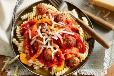 Fusilli met paprika en worst