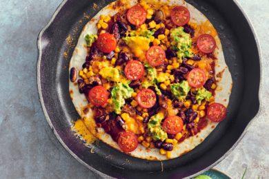 panpizza met chili en tomaatjes