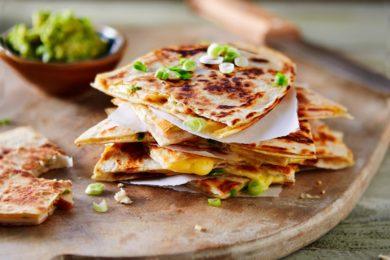 quesadilla's met kip en avocado