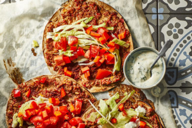 Turkse pizza met yoghurt-muntsaus